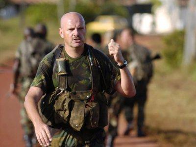 27-10-2004, Suriname © Koninklijke Marine / André van den Brom Jungle Warfare Course trefwoorden: jungletraining / mariniers / luchtmobiel /