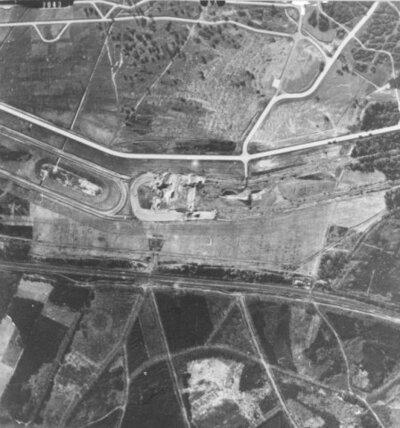 Luchtfoto van de vliegbasis Soesterberg tijdens de Tweede Wereldoorlog.