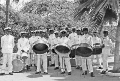 Steelband van het Korps Mariniers op de Marinekazerne Suffisant te Curaçao