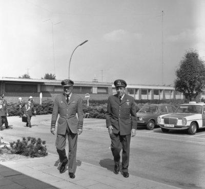 In zijn funktie van Inspecteur-Generaal van de Koninklijke Luchtmacht bezocht Z.K.H. Prins Bernhard de 12e Groep Geleide Wapens (12GGW) om zich op de hoogte te stellen van           de stand van zaken na de recente reorganisatie van de NIKE-eenheden. In de briefing-room op het Willem Versteegh Kamp te Hesepe gaf kolonel-vlieger-waarnemer R.A. Hengsdijk, commandant 12           GGW de prins een uitgebreid exposé over de huidige situatie en de toekomstige ontwikkelingen.(kolonel Hensgdijk rechts op de foto).