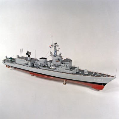 Model van het M-fregat Hr.Ms. Karel Doorman (1991-)