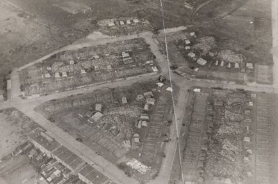 Een gebombardeerde woonwijk.