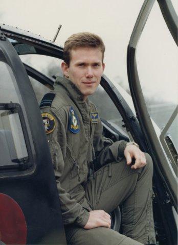 Vliegers, behorend bij het B0105CB demo team in 1990: Eerste luitenant-vlieger P. Daniëls, tweede coach.