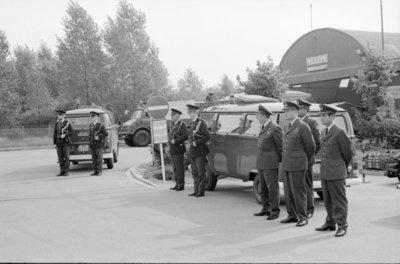 In zijn funktie van Inspecteur-Generaal van de Koninklijke Luchtmacht bezocht Z.K.H. Prins Bernhard de 12e Groep Geleide Wapens (12GGW) om zich op de hoogte te stellen van           de stand van zaken na de recente reorganisatie van de NIKE-eenheden. In de briefing-room op het Willem Versteegh Kamp te Hesepe gaf kolonel-vlieger-waarnemer R.A. Hengsdijk, commandant 12           GGW de prins een uitgebreid exposé over de huidige situatie en de toekomstige ontwikkelingen.