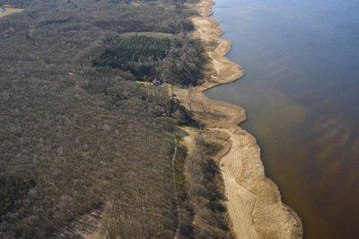 Fossiele klifkust het Gooi bij Huizen, voormalige Zuiderzee. <br> Luchtfoto Huizen, west van de Eukenberg fossiel klif voorm. Zuiderzee 480,2-143,1
