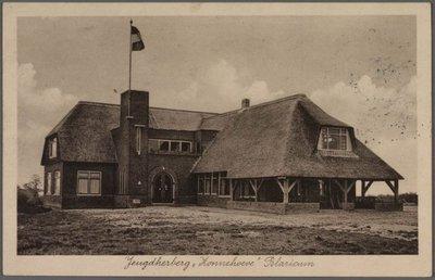 De in 1933 gebouwde jeugdherberg Zonnehoeve die in 1971 geheel is afgebrand.