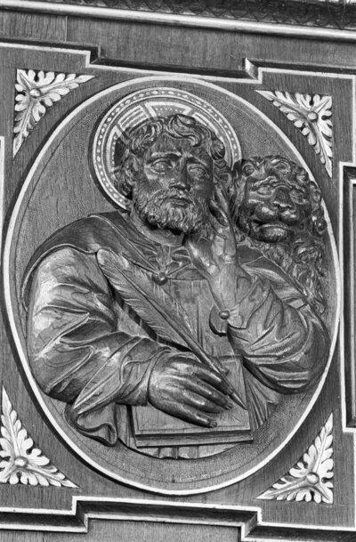 detail preekstoel