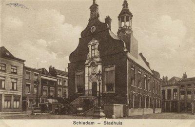 Het stadhuis van Schiedam op de Grote Markt.