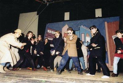 Elke brugklas van Scholengemeenschap Spieringshoek werkt jaarlijks aan een theaterproject onder leiding van Scapino Rotterdam. In januari 1998 met als titel: In de           hoofdrol. In een dag studeert een klas in, maakt decors en voert men 's avonds in de aula van de school op voor de ouders.