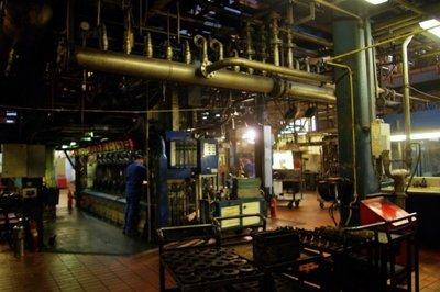 De laatste productiemachines in de glasfabriek worden stilgezet. In februari 2017 kwam het bericht dat de glasfabriek in Schiedam zou sluiten. Het personeel kwam in verzet           met hulp van de vakbonden. Er waren protesten en stakingen, maar de fabriek werd uiteindelijk toch gesloten.