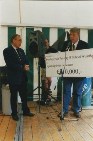 Op 21 juni 2002 wordt het 45-jarig bestaan van Scholengemeenschap Spieringshoek gevierd. Aan het jubileum is een steunactie van De Wilde Ganzen verbonden voor de renovatie           van de Presbyterian Primery B School te Wamfie in Ghana. Opbrengst 10.000 euro.