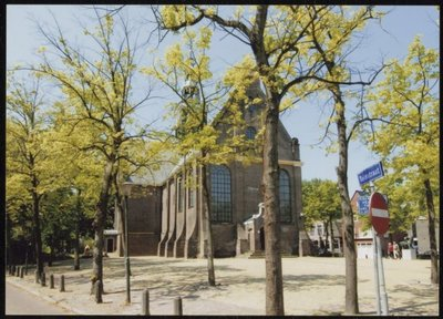 Zaandam. Westzijde. Westzijderkerk, Ned. Hervormd (PKN Hervormd). Anno 1640, Rijksmonument. Oorspronkelijke hervormde Kruiskerk, gebouwd 1638-1640, en in 1672 en 1680, resp.           in westwaartse en oostwaartse richting verlengd.