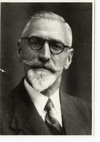 Wormerveer. Verzetsman Nicolaas Harmijn Rem, alias 'oom Karel' (Wormerveer, 5-3-1891) met vermomming.