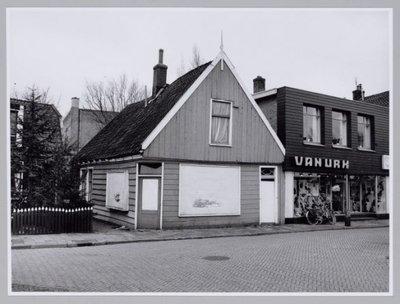 Zaandijk. Schoenenzaak Van Urk.
