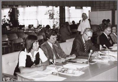 Zaandijk. Bannehof 1 Gemeentehuis Zaanstad. Raadzaal met gemeentebestuur in , bestuursvergadering.