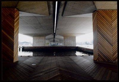3c0b970ef8b Koog aan de Zaan Raadhuisstraat Onder viaduct Coentunnelweg A8  aanlegsteiger voor pleziervaart. Zaanoeverproject. De