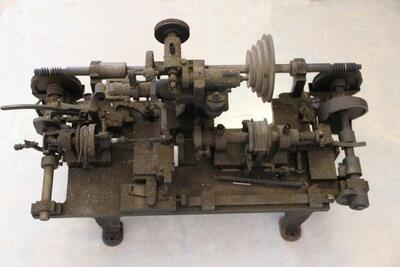Platten-Drehmaschine, Schweizer-Automat