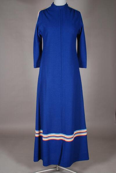 Blauer Hausmantel mit buntem Galon, für Damen