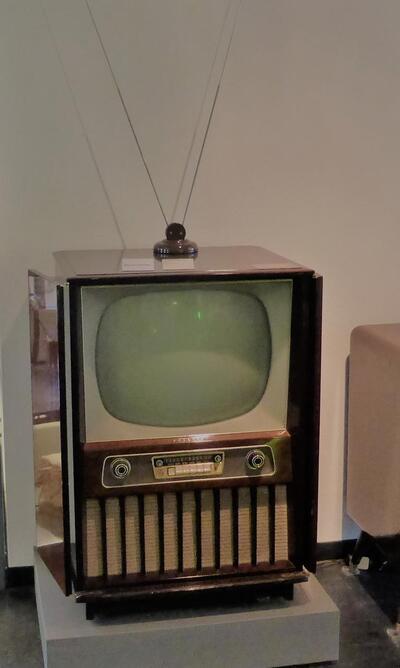 Röhren-Fernsehetruhe Philips 21 CX