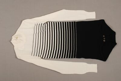Pullover (Einteiler), im Schritt geknöpft, schwarz-weiss gestreift, langarm für Damen