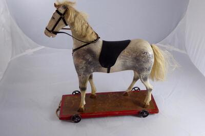 Spielzeug-Pferdchen