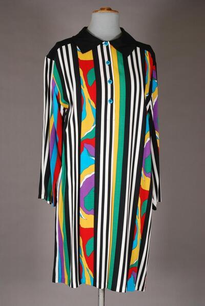 Kurzes Nachthemd, langarm, weit, bunt gestreift und gemustert, Trikotkragen, für Damen