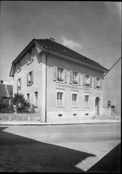 Bankgebäude Berner Kantonalbank, Filiale Laufen
