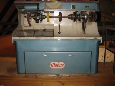 Schleif- und Poliermaschine