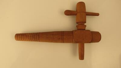 Fasshahn aus Holz