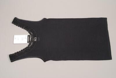 Unterhemd, schwarz, filigrane Guipure-Spitze mit Blümchenmuster an rundem Ausschnitt, breite Träger, Atlaseinfassungen, für Damen