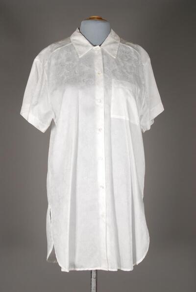 Hemdartiges Nachthemd, weiss, knielang, Brusttasche, Hemdkragen, Blumenmuster, für Damen