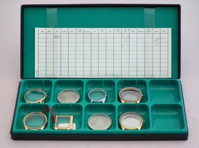 Diverse Uhrenschalen und Schalenböden