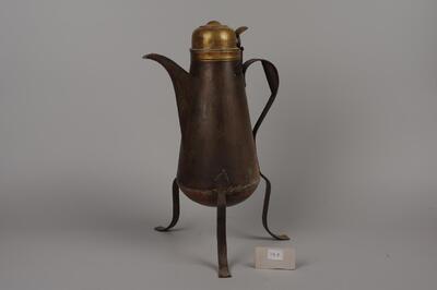 Kaffeekanne auf 3 Füssen