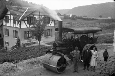 Strassenbaumaschine