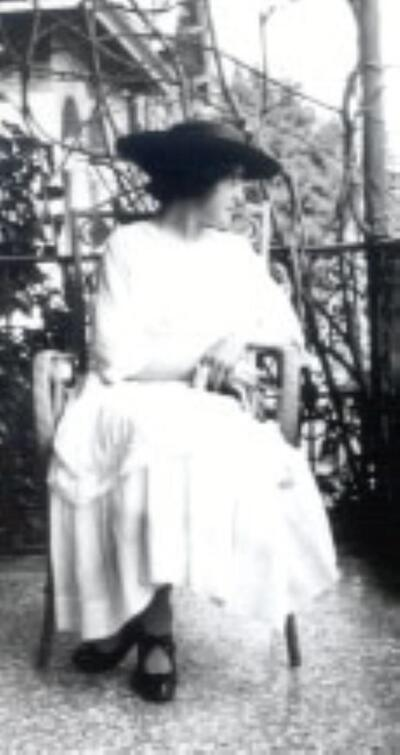 Marie Dommann (Marianne Damon), Malerin