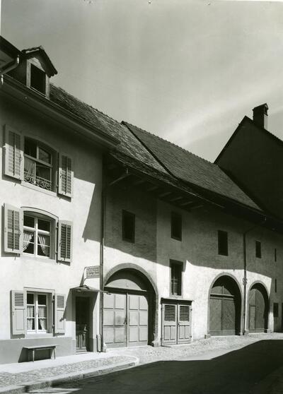 Altstadt, Zeughausplatz, Gebäude