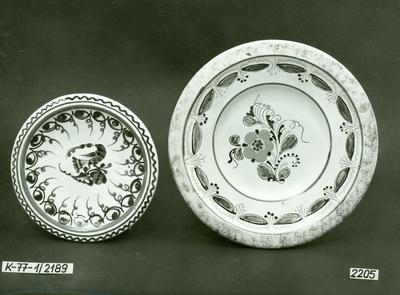 Kerámia /hódmezővásárhelyi és tiszafüredi tányérok/