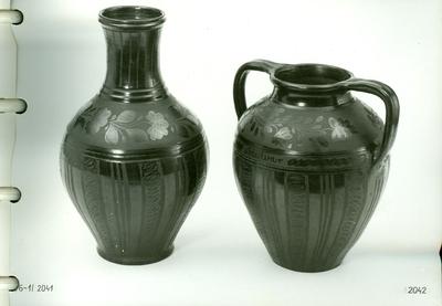 Fekete kerámia /fületlen kanta és két füles öblös váza/