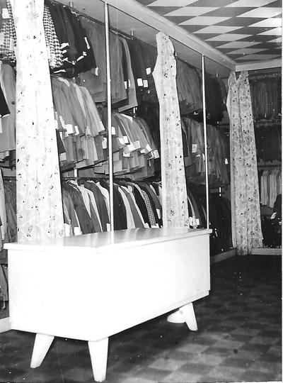 b4ddb6528e OMNIA - 275. sz. Gyermekruházati bolt Esztergom