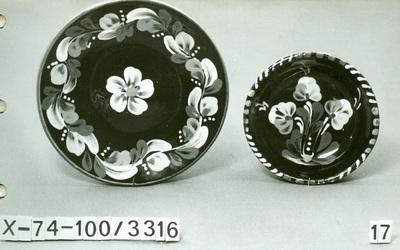 Sárospataki kerámia /süteményes tányér és paraszt fali tányér/