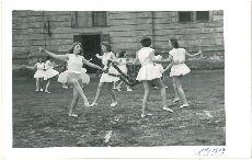 Fotó, Pápa, lányok tánca