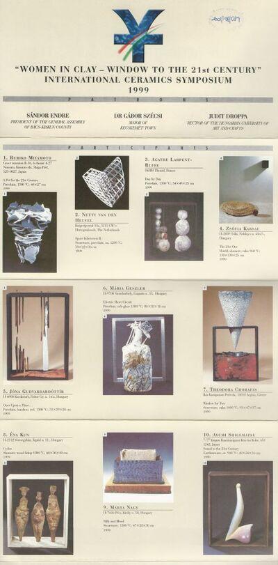 Ismertető brosúra a Women in clay - window to the 21st century című Nemzetközi Kerámia Szimpóziumról