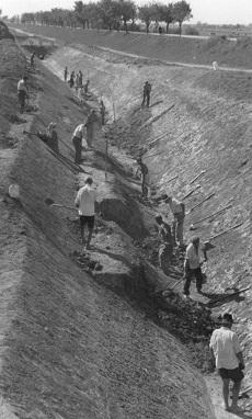 Csatorna ásása