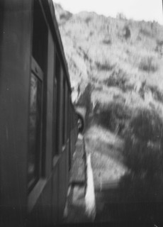 Hegyvidéken haladó vonat