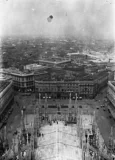 Kilátás a milánói dóm négyzeti tornyáról
