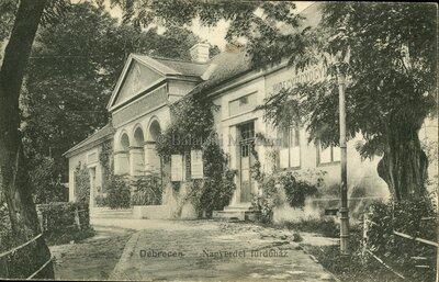 Debrecen. Nagyerdei fürdőház