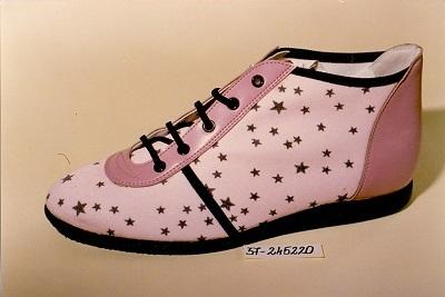 Női cipő - Fűzős, rózsaszín, csillagos magasszárú cipő