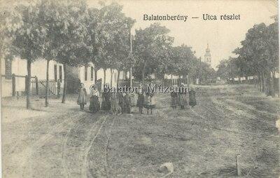 Balatonberény. Utca részlet