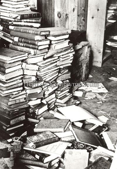A keszthelyi Festetics-kastély könyvtárának emeleti része a második világháború után