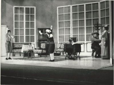 Az Ifjúsági Színház keretében Burnett: A kis lord Szombathelyi előadása a keszthelyi színházban.,